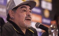 Maradona en desacuerdo por posible naturalización de argentinos en la Selección Mexicana