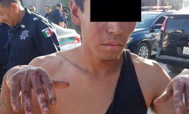 """Vecinos de """"Piquito de Oro"""" le queman las manos a presunto delincuente"""