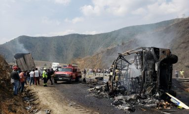 Más de 10 muertos y 14 heridos deja un choque entre un autobús y un trailer en tierras veracruzanas