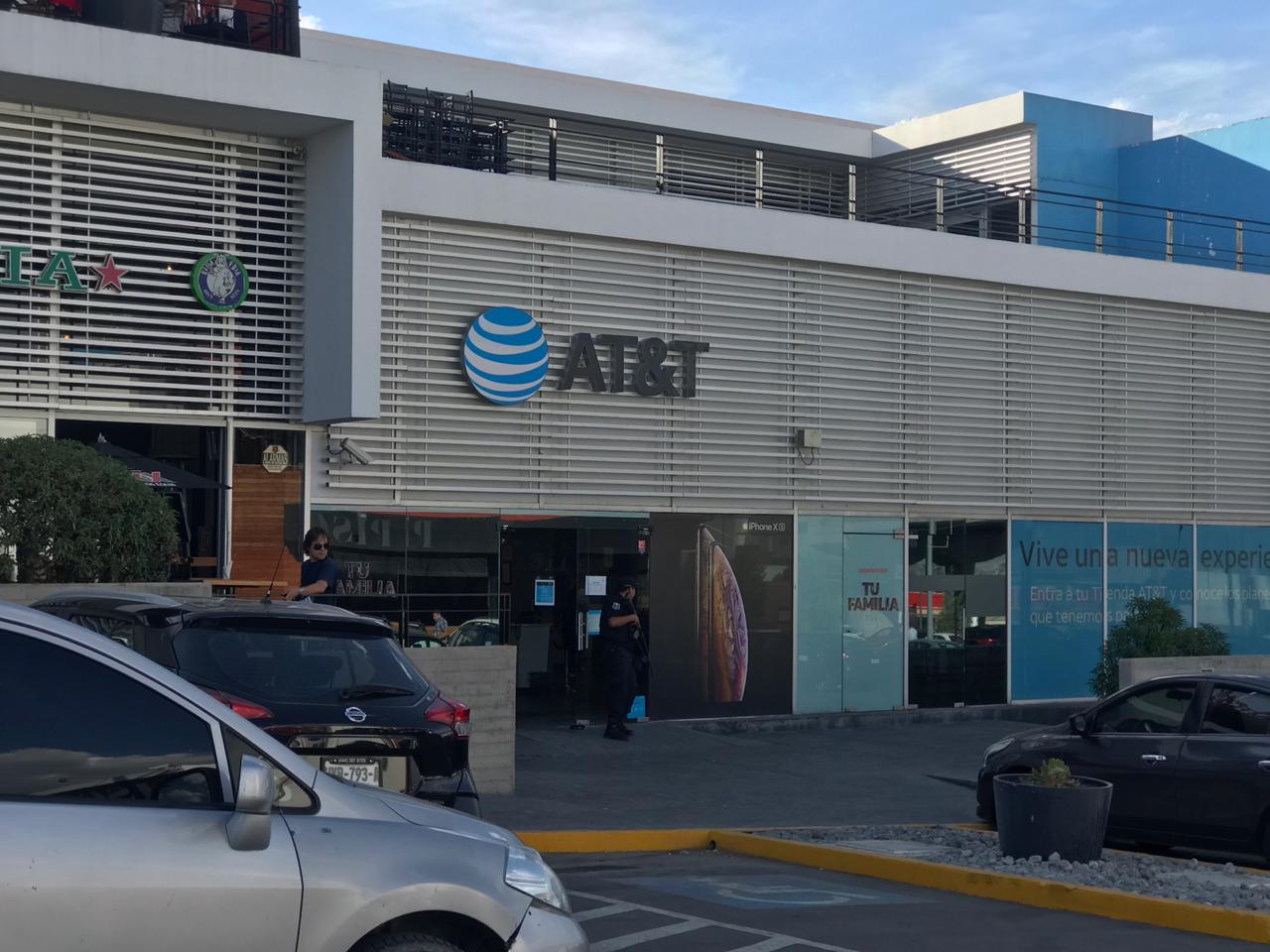 ASALTAN LOCAL DE AT&T DE PLAZA CHAPULTEPEC.
