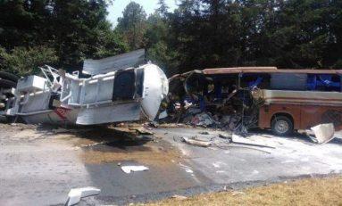 Muere chofer del autobús de Marco Antonio Solís 'El Buki' tras accidente.