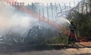 Trailer sale del camino y se incendia en el Libramiento Oriente