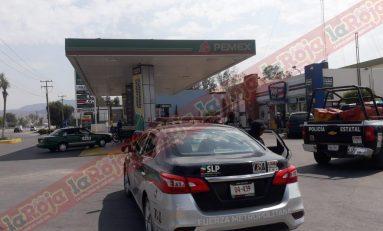 Sujetos de aspecto pandilleril asaltan gasolinera del Bulevar Rocha Cordero