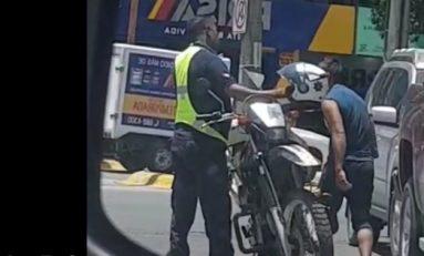Captan a oficial de tránsito de la capital recibiendo mordida