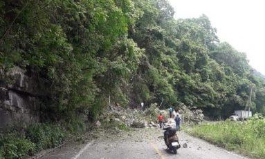 Derrumbe de cerro provoca cierre de Carretera a Xilitla