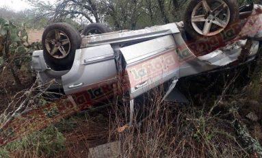 Unidad de traslados de internos y camioneta blindada de gobierno  del estado tienen fuerte percance, hay 4  lesionados