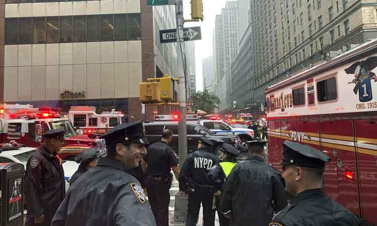 Se estrella helicóptero contra rascacielos en NY