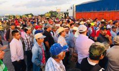 ROMPEN PRODUCTORES DIÁLOGO CON AMLO, BLOQUEAN CARRETERAS