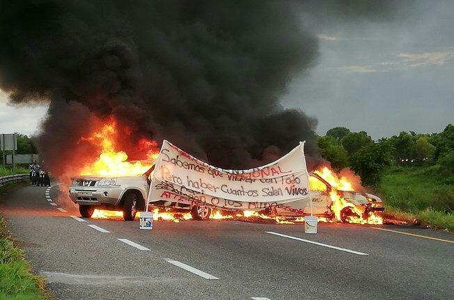 """Con quema de vehículos dan """"bienvenida"""" a Guardia Nacional en tierra de AMLO"""