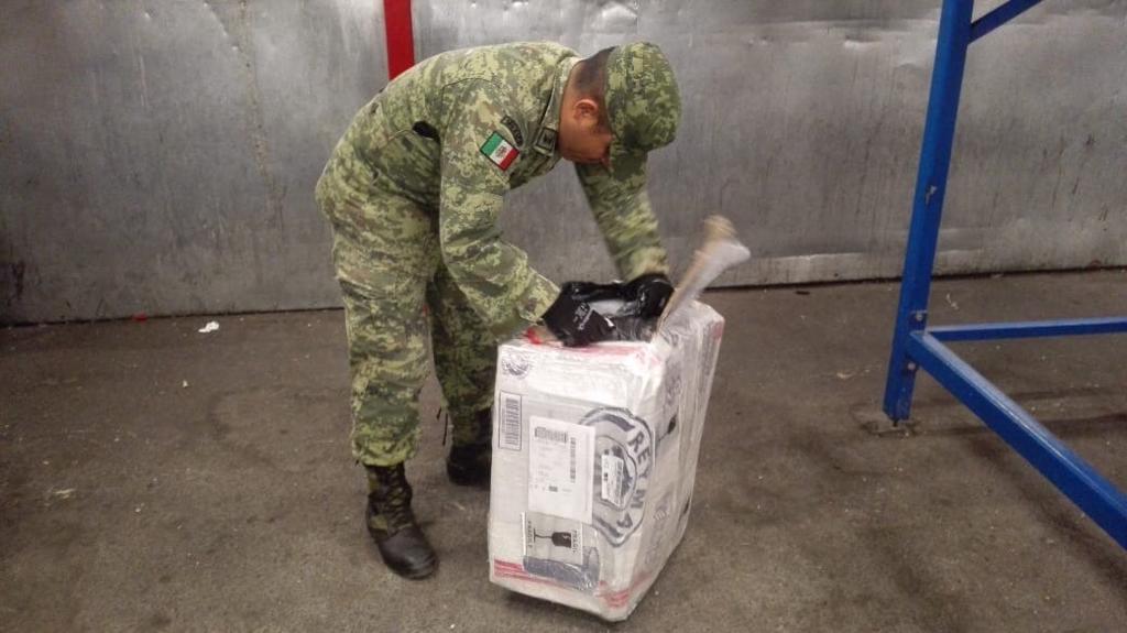 """Aseguran 13 kilos de marihuana en el Aeropuerto Internacional """"Ponciano Arriaga"""""""