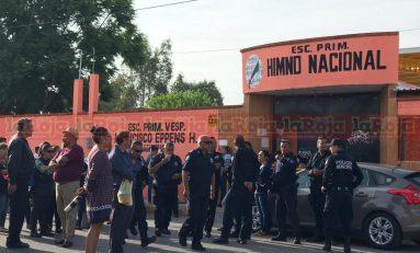 Padres de familia realizan manifestación por robos constantes en platel educativo