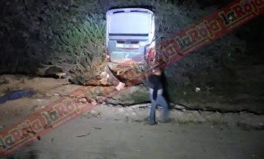 Camión de transporte de personal sale de la carretera, hay varios lesionados