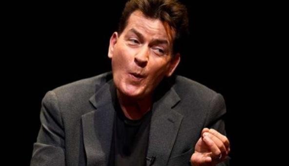 Felicitación de Charlie Sheen a alcalde de Valles, Adrián Esper Cárdenas tuvo un costo de 550 dólares