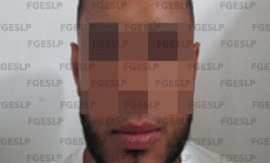 Por presunto asalto con lujo de violencia a un cuentahabiente, arrestan a hombre en la zona centro