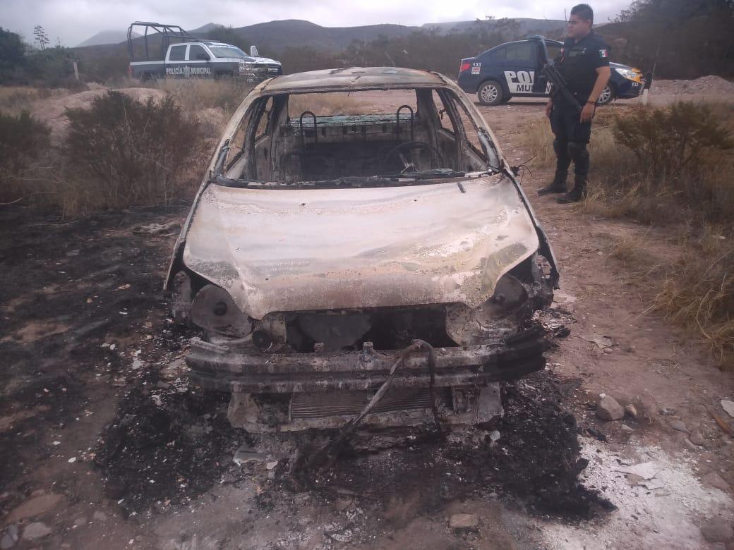 Roban y queman vehículo, policías localizan restos del auto en Camino a Cerro de San Pedro