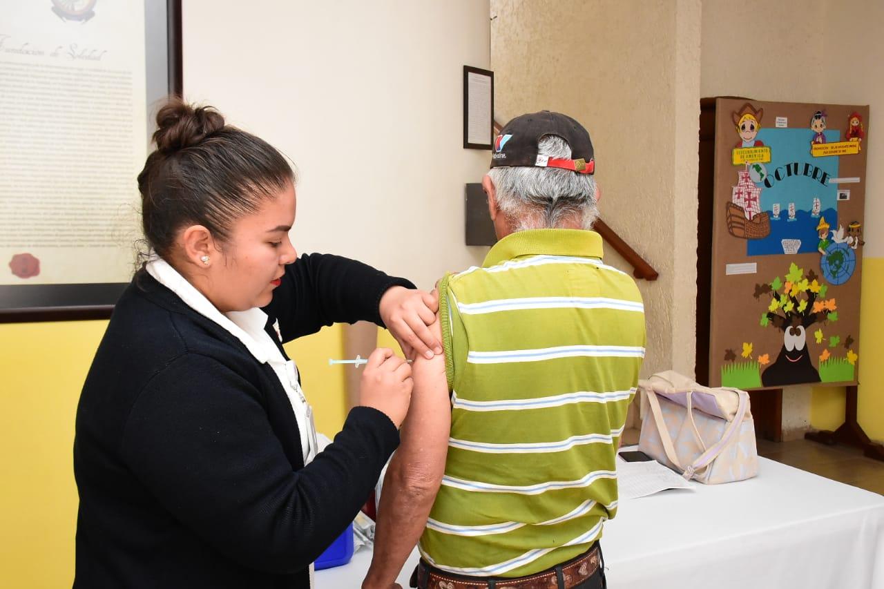 DIF de Soledad continúa campaña de vacunación  contra la influenza