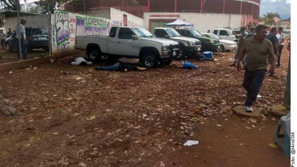 Asesinan a 5 vendedores de autos en tianguis de Uruapan