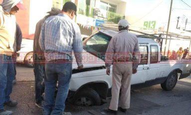 Denuncian peligroso bache en la Avenida López Mateos