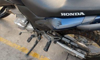 POR RECOMENDACIÓN DE MANDOS, MOTOCICLISTAS DE LA MUNICIPAL OCULTAN NUMERACIÓN