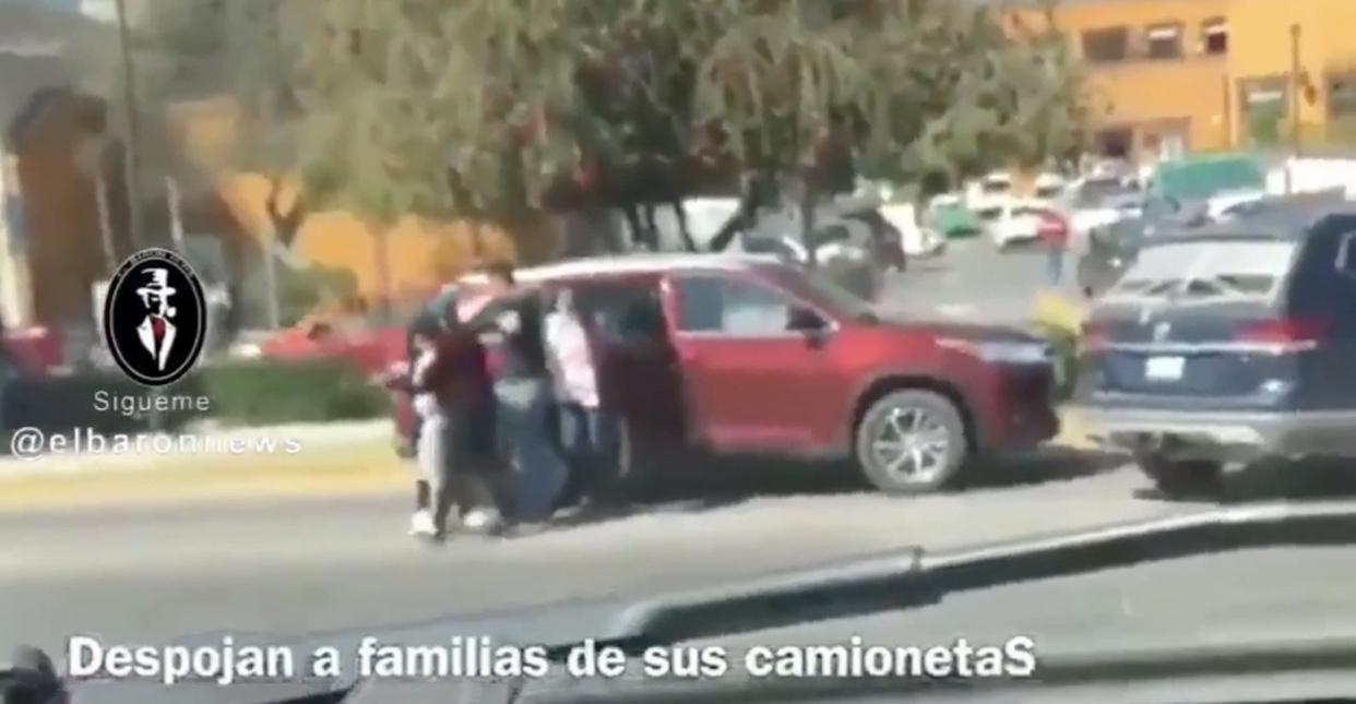 COMANDO ARMADO DESPOJA DE CAMIONETAS A FAMILIAS EN SAN MIGUEL DE ALLENDE.