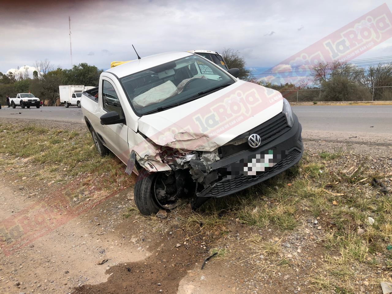 Choque en Carretera Rioverde registra daños materiales