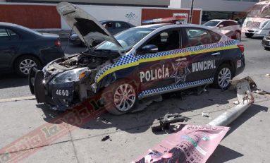 Policías de la capital chocan en Carretera 57 y José de Galvéz