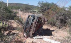 Hombre muere en terrible volcadura en Camino a La Mantequilla