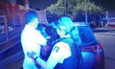 Policías capitalinos rescatan a mujer que se quería lanzar desde un puente peatonal