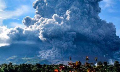 Explosión de volcán en Indonesia obliga a evacuar a más de 30 mil personas