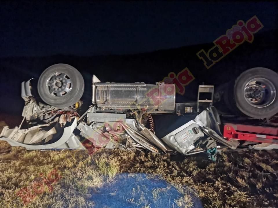 Chofer de trailer pierde la vida en terrible accidente