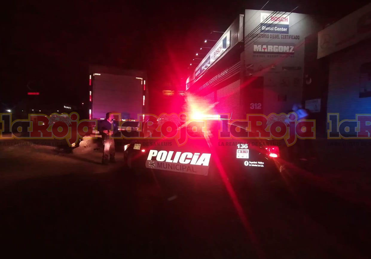 CHOFER DE TRAILER PROTAGONIZA APARATOSO ACCIDENTE EN ACCESO NORTE